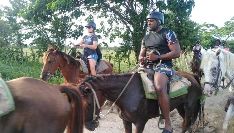 Experiencia paseo a caballo en Punta Cana con el combo Buggie adventure